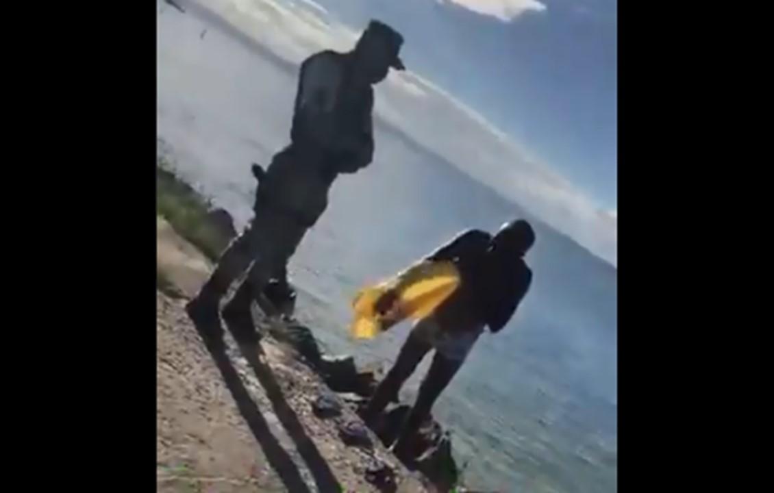 """[Vídeo] Homem fica revoltado após ser obrigado a sair do mar: """"Deixa eu morrer"""""""