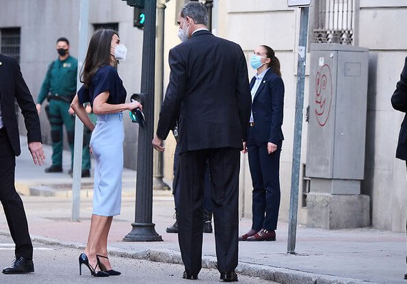 Queen Letizia wore a high waisted pencil skirt from Hugo Boss, and monica navy pumps from Magrit, she carried Carolina Herrera navy clutch