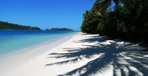 pulau terbesar di indonesia