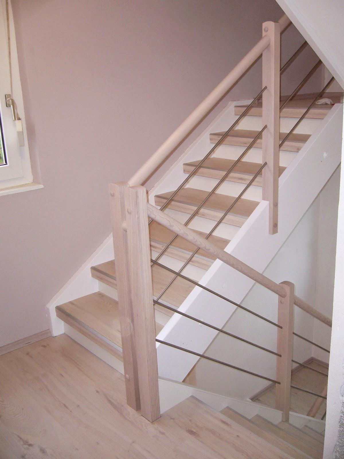 HK Treppenrenovierung - Treppe Weißer Nussbaum- weiße Setzstufen mit Edelstahl Traversengeländer