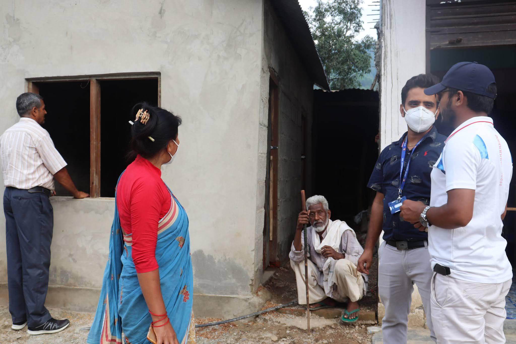 बिपन्न परिवारको पीडामा मल्हम लगाउँदै लुम्बिनी प्रदेश सरकार