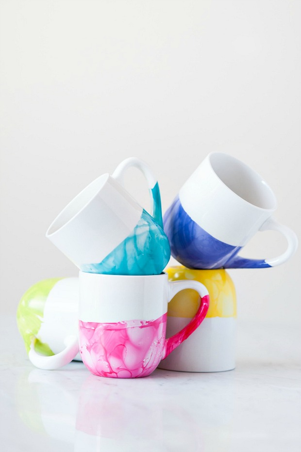 Customize plain white mugs with DIY marbling