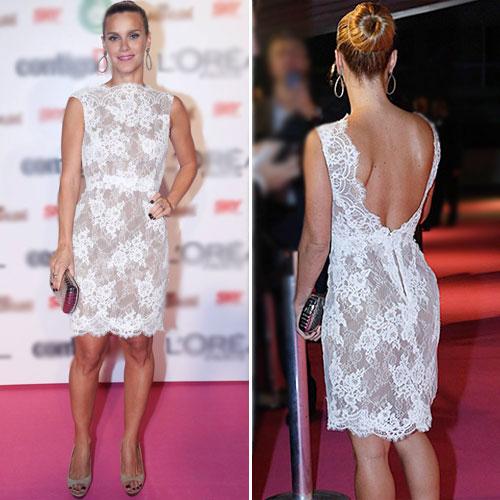fdc674bc8 A atriz elegeu um vestido de renda sobre forro nude da estilista Lethicia  Bronstein. A peça, sem mangas e na altura dos joelhos, parece austera, ...
