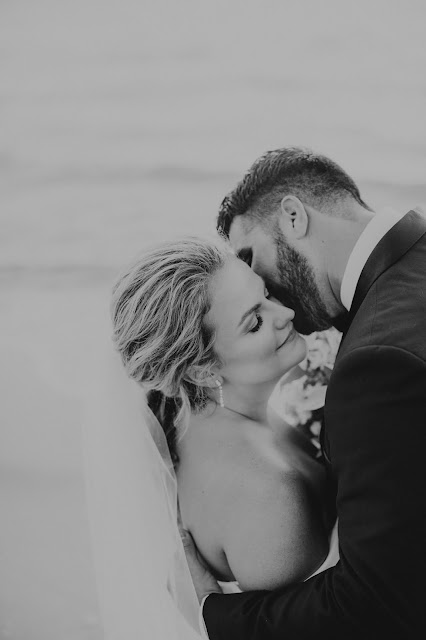 Natural photos of groom giving the bride a kiss.