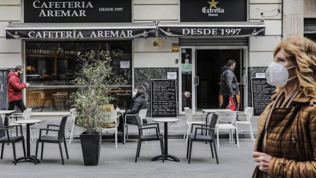 Hosteleros valencianos piden más rastreadores y mediadores sociales en zonas de bares y restaurantes