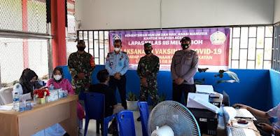 TNI - Polri Tertibkan Jalannya Vaksinas Bagi Napi Lapas Klas llB Meulaboh Aceh Barat