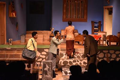 4+ Kaidah Kebahasaan Teks Drama | Bahasa Indonesia Kelas 8 Revisi Terbaru