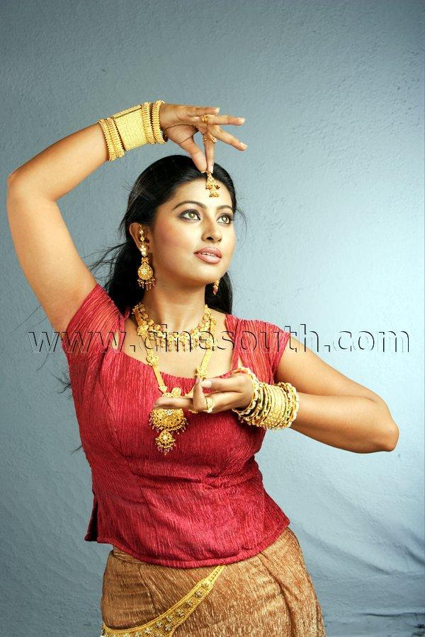 Indian Actress Tamil Actress Sneha Hot Showing Her -3441