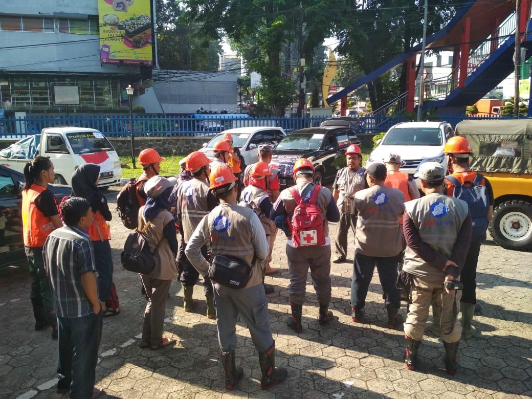 Alumni IPB Bawa Bantuan untuk Korban Banjir Bogor