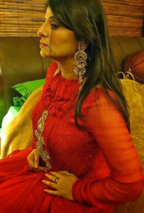 Samiah Khan Pakistani Astrologer Very Hot And Sexy Pics -1972