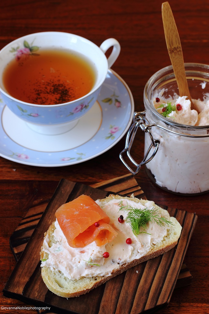 Paté di salmone e robiola con aneto e pepe rosa