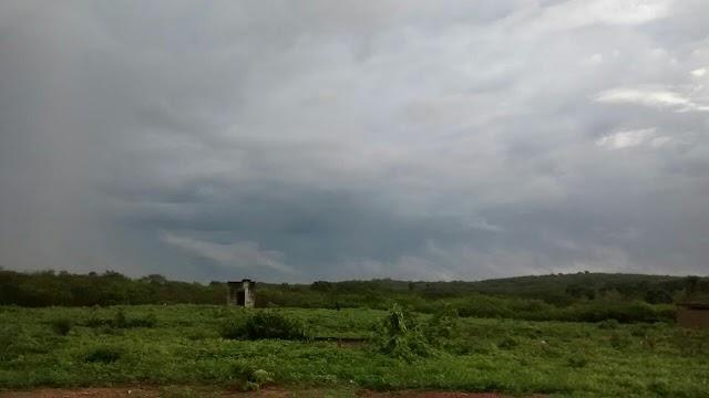 PRÉ-ESTAÇÃO: Chove em 50 municípios do Ceará; Mucambo registra 18 milímetros