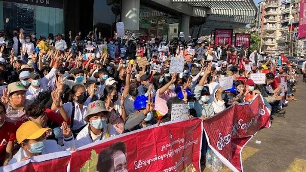 Usai Militer Terbitkan UU Penangkapan, Ribuan Orang Kembali Demo Antikudeta