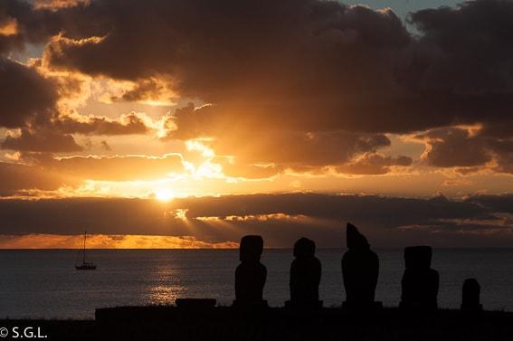 Atardecer en la Isla de Pascua. 5 atardeceres inolvidables
