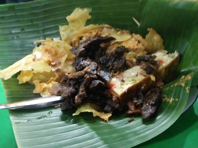 Kuliner Sidoarjo - Nikmatnya Pecel Pincuk Khas Ponorogo Mbak Vina