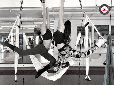aeroyoga, yoga aerien, fly, flying, suspension, gravity, hamac, yoga swing, hamac yoga, teacher training, formation, enseignants, formation professionelle, stage, cours, rafael martinez, christelle iangemma