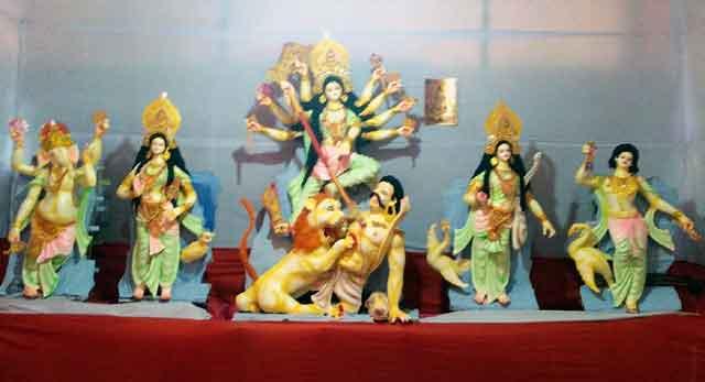 ইসলামপুরে মহা পঞ্চমীর মধ্যে দিয়ে শুরু হলো শারদীয়া দূর্গোৎসব