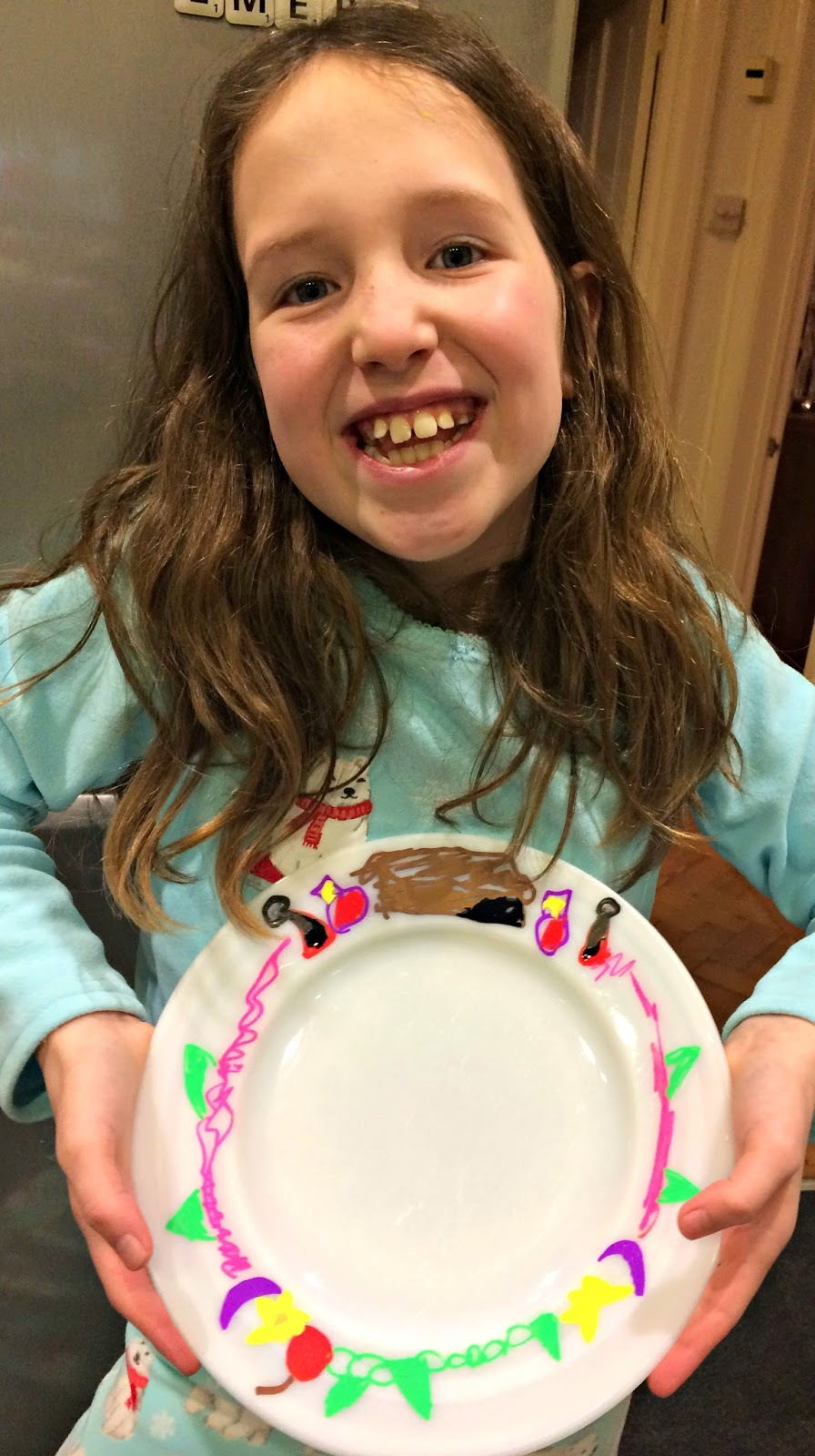 Caitlin holding plate decorated with Chalkola markers