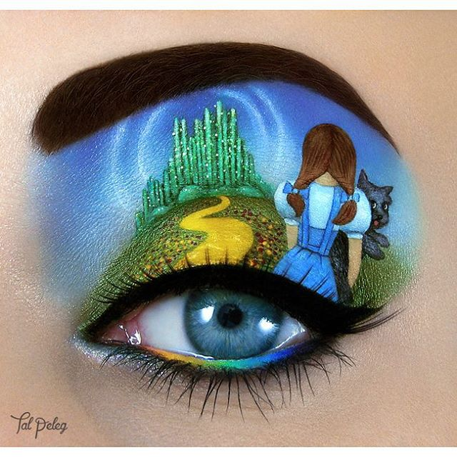 08-The-Wizard-of-Oz-Judy-Garland-Tal-Peleg-Body-Painting-and-Eye-Make-Up-Art-www-designstack-co