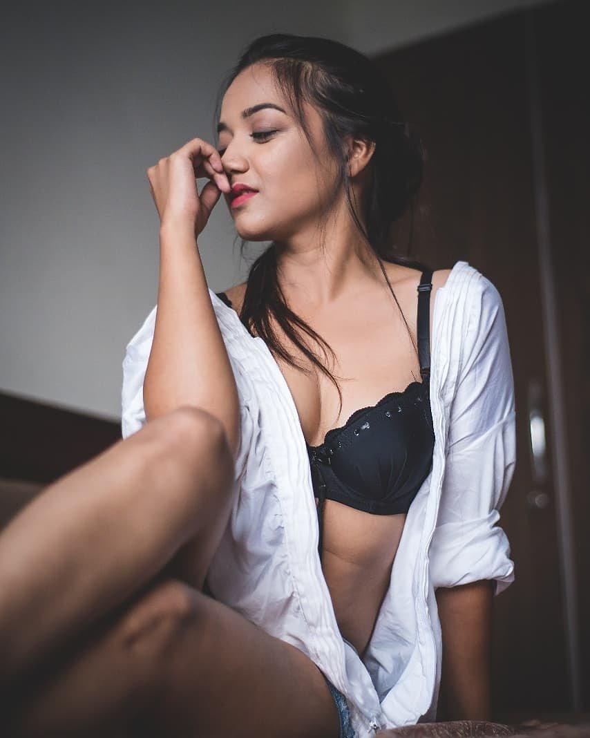 Charmsukh Salahkaar Heroine Leena Jumani Pictures
