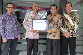 Pemkab Indramayu meraih penghargaan Maturitas Penyelenggaraan SPIP Level 3 dari Badan Pengawasan Keuangan Dan Pembangunan (BPKP) Perwakilan Provinsi Jawa Barat.