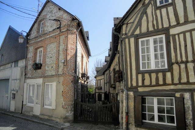 Paris to Normandy Road Trip: half-timbered houses in Honfleur France