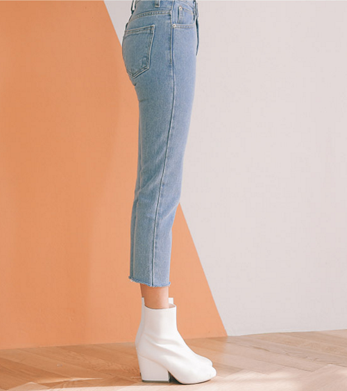 Distress Accent Cropped Jeans