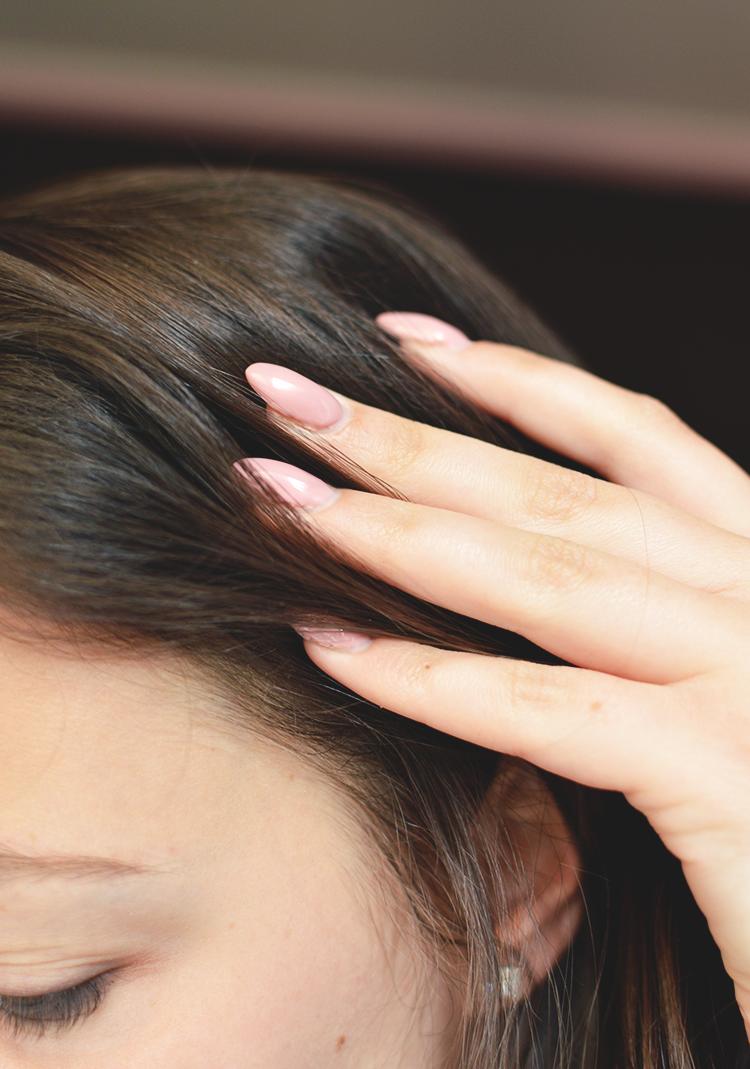 Jak stosować olejki do skóry głowy? Olejki Orientana na wypadanie i porost - Czytaj więcej »