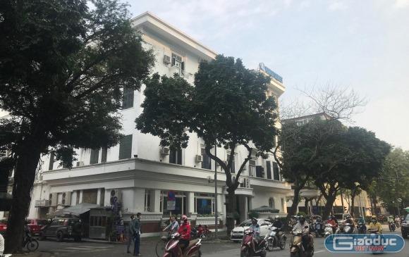 """Hai du học sinh con quan chức to nên được được """"đặc cách"""" cách ly riêng tại khách sạn nằm giữa trung tâm Thủ đô?"""