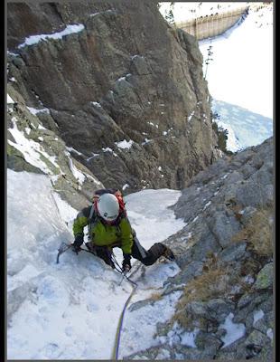 Escalando en hielo en Cavallers, Boí