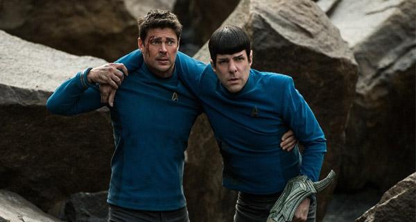 Karl Urban y Zachary Quinto en Star Trek Más Allá