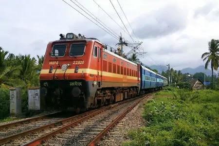 दिलदारनगर-ताड़ीघाट रूट पर दौड़ी इलेक्ट्रिक ट्रेन, यात्रियों में उत्साह