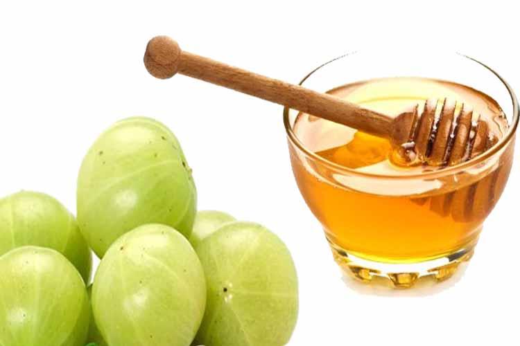 आंवले का रस और शहद से मर्दों को गोरा होने के उपाय
