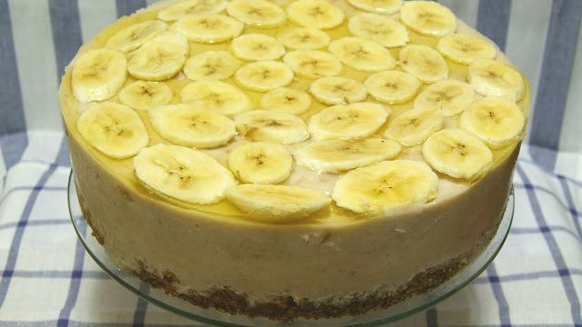 Торт из печенья и бананов без выпечки