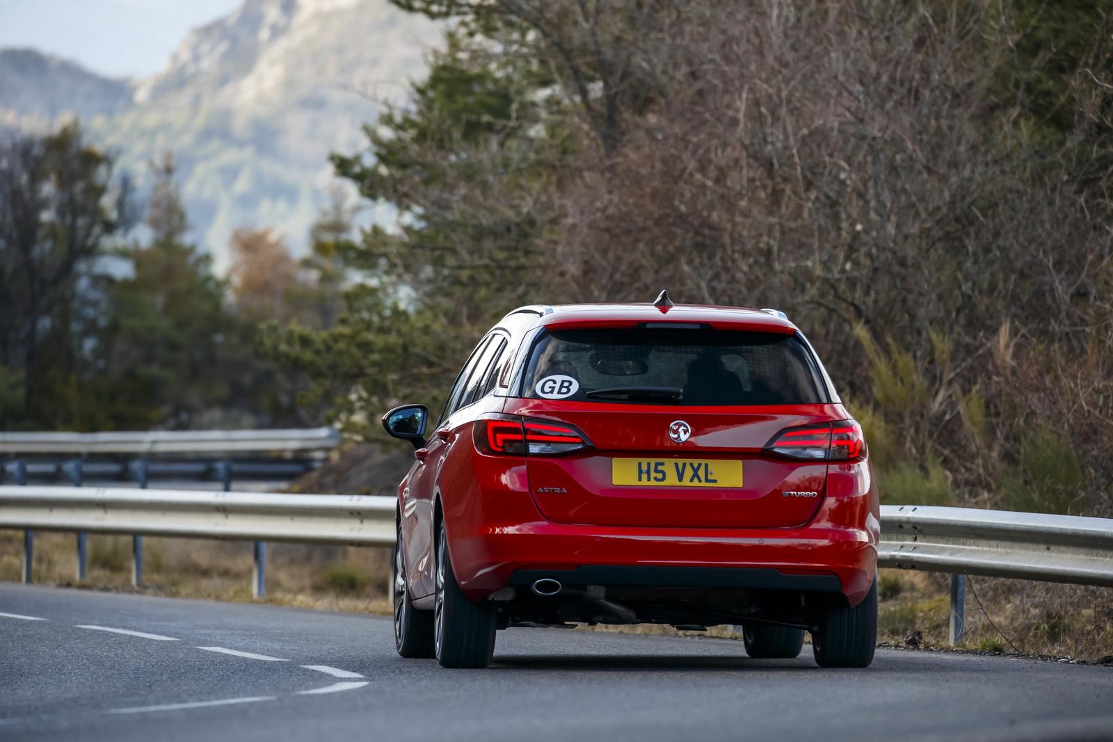 Vauxhall Astra Sports Tourer 2016 giá bắt đầu từ 16.585 bảng Anh