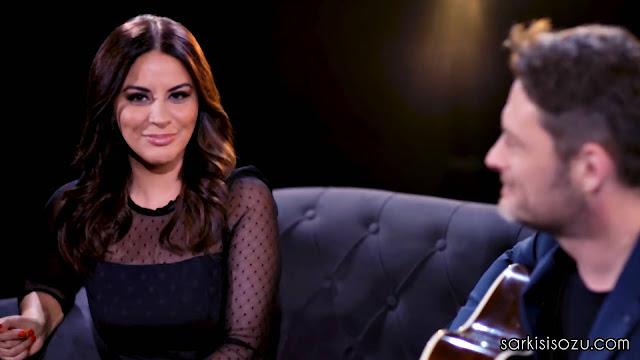 Zara ve Tuna Kiremitçi düeti Bana Bir Düş Borçlusun klip görüntüsü