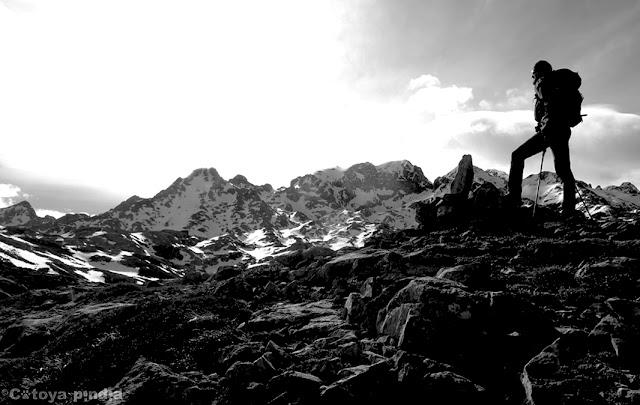 Ruta al Cantu Ceñal, la Cuerria, la Muda y los dos Hulaguas desde el Lago Ercina, en Picos de Europa.