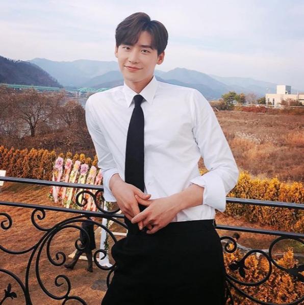 Lee Jong Suk, biodata lee jong suk, lee jong suk biodata, profil lee jong suk, lee jong suk profile, drama lee jong suk, film lee jong suk, foto lee jong suk, lee jong suk photos, 이종석,