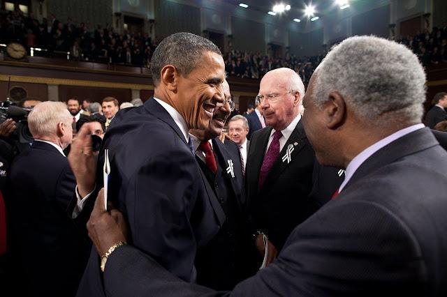 Barack Obama em meio a outras lideranças
