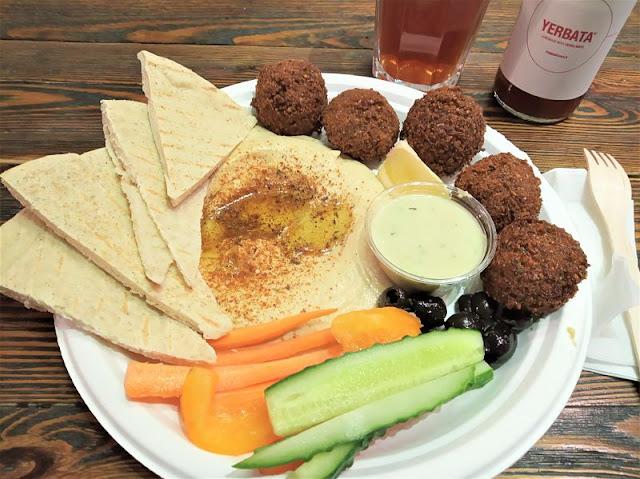 falafel e hummus al ristorante zatar