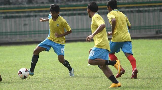 Gresik United vs PS TNI