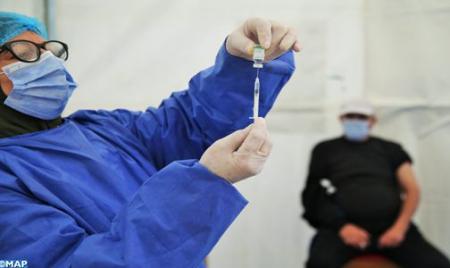 طنجة : إقبال مهم للمواطنين على أخذ الجرعة الثانية من لقاح فيروس كورونا