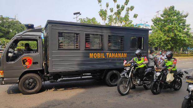 Berkumpul di Sekitar Gedung DPR, 4 Pemuda Diamankan Polisi