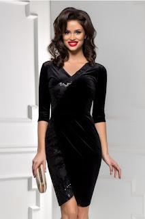 Rochie midi cu crapatura in fata neagra din catifea cu paiete