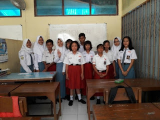English Club Mengajar di SDLB Purwosari