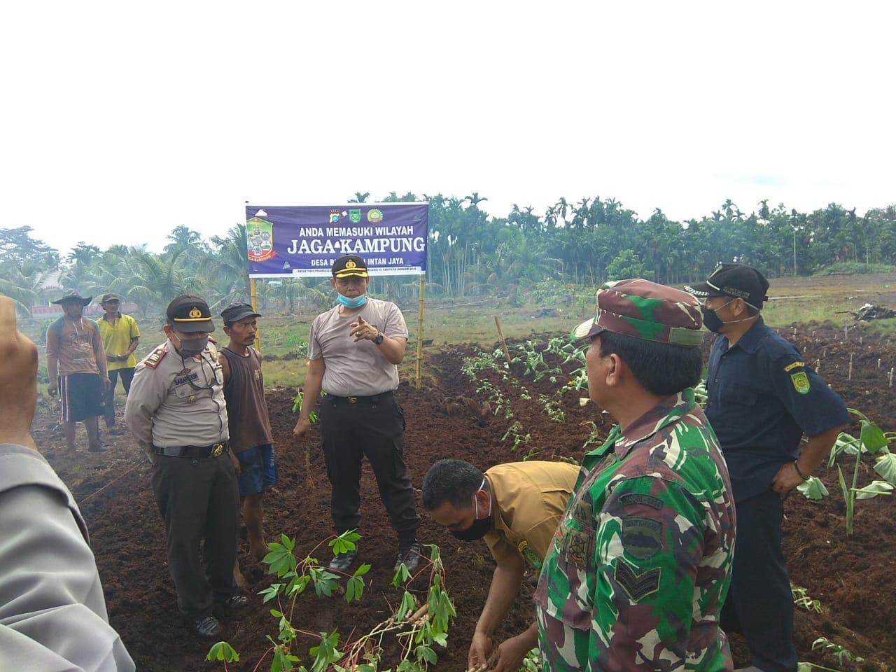 Waka Polres Inhil, Riau Tinjau Lahan Jaga Kampung Nusantara