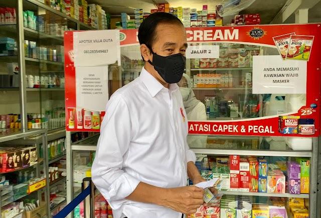 Presiden Jokowi Cek Sejumlah Obat ke Apotik
