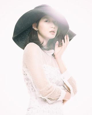 Shin Min Ah cewek manis. dan seksi hot casual
