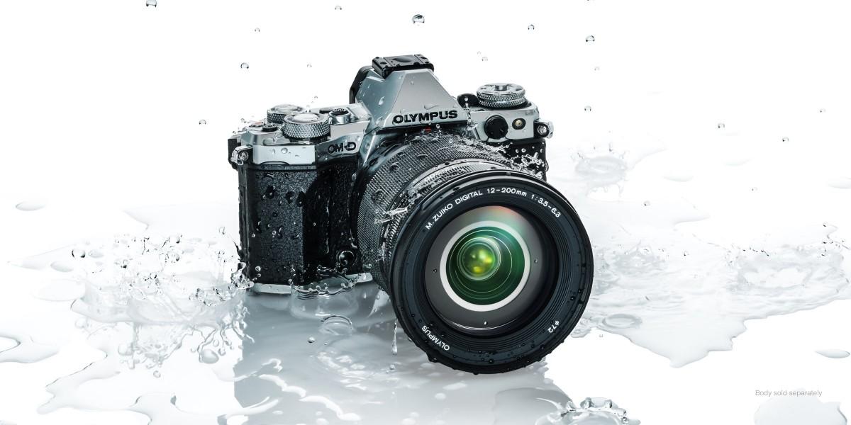 Объектив Olympus M.Zuiko Digital ED 12-200mm f/3.5-6.3 вместе с камерой имеет защиту от непогоды