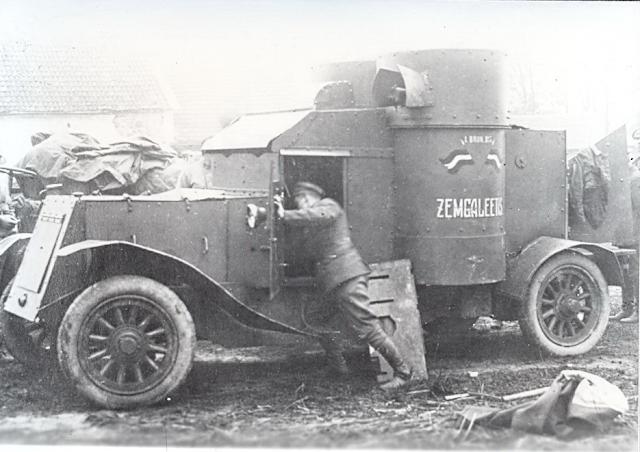 Номерной знак на латвийском броневике